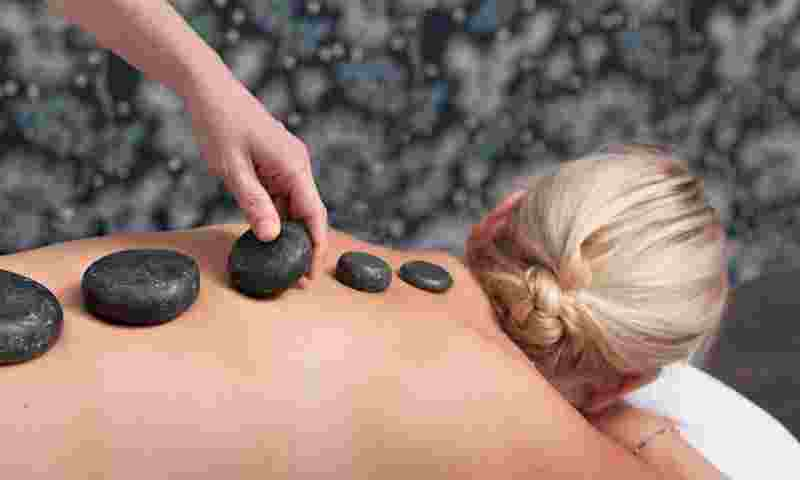 saariselkä-aurora-spa-hot-stone-massage-hor.jpg