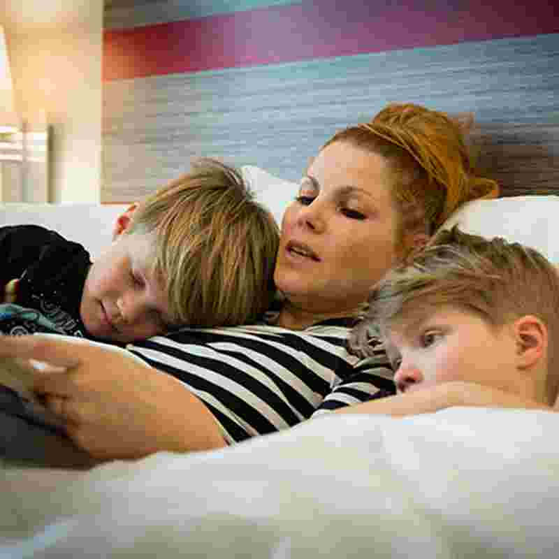 mom-reading-to-children-squ.jpg