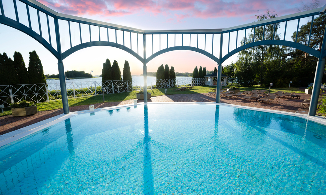 naantali-spa-outdoor-pool-hor.jpg